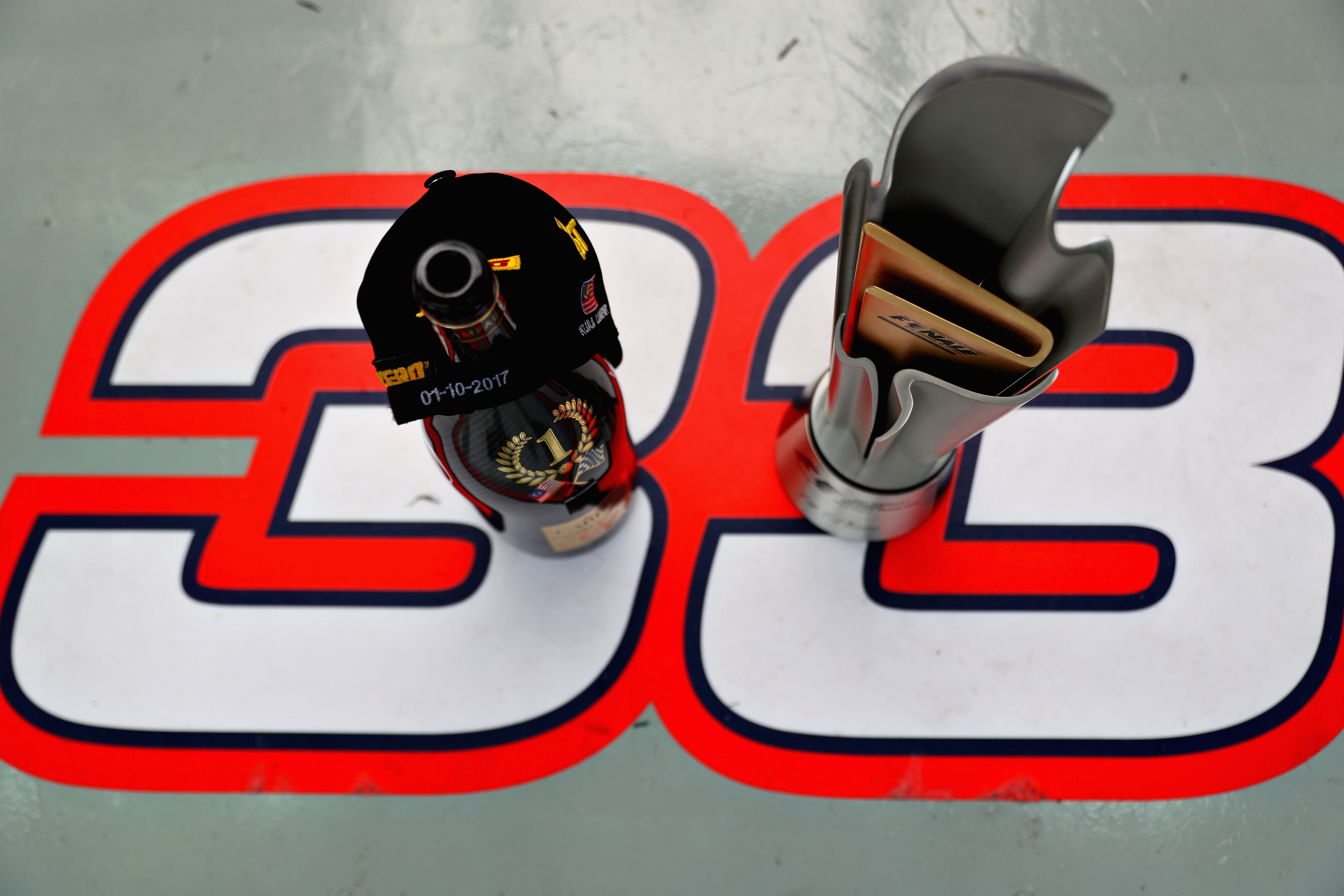 Verwonderend Max Verstappen has agreed the contract with Red Bull Racing for a LA-43